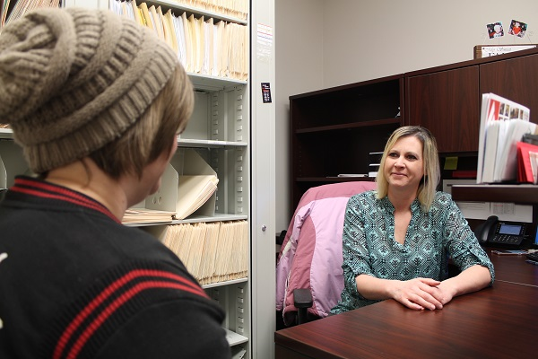 Rhonda Shepard, financial aid specialist at Allen, discusses scholarships with a student.