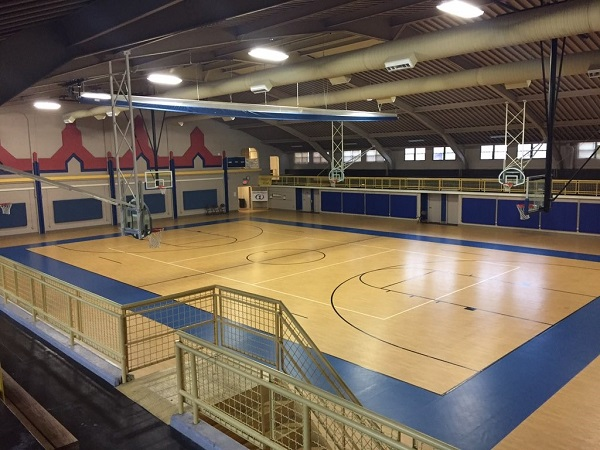The Community Building in Riverside Park has a nice gym that is open to the public.