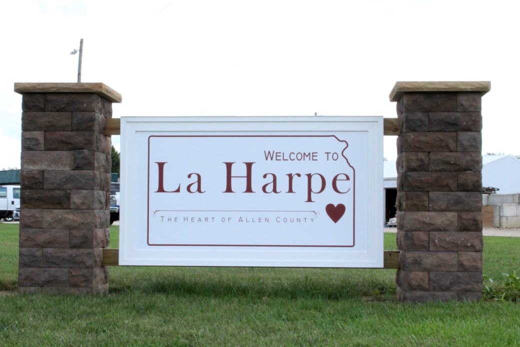 Thrive Allen County was instrumental in securing this new sign for La Harpe. If any Allen students are interested in volunteering LaHarpe is 10 minutes away with many volunteer opportunities.