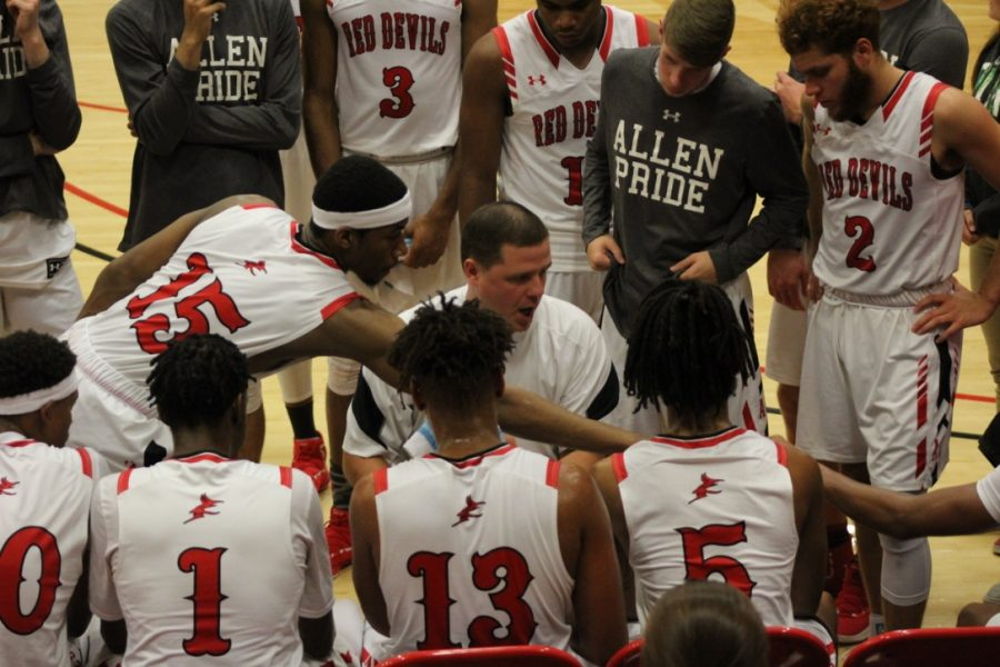 Coach+Shaw+huddles+the+team+up+during+a+timeout+during+the+second+half.+The+men+have+come+out+victorious+for+all+three+games.+