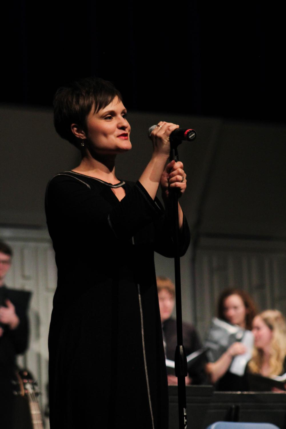 Adrienne+Fleming%2C+of+Allen+Community+College%2C+directed+%22Skyfall%22+performed+by+the+combined+choir.