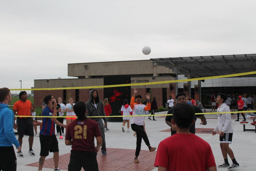 A variety of Allen students participated in activities at the college's first Sophomore Send-Off last Wednesday, including playing volleyball in the Student Center courtyard.